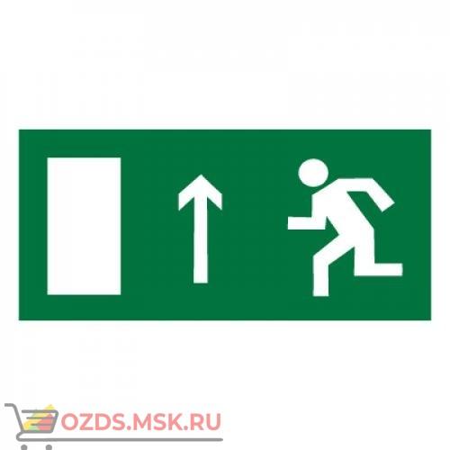 Знак E12 Направление к эвакуационному выходу прямо (левосторонний) ГОСТ 12.4.026-2015 (Пластик 150 х 300)
