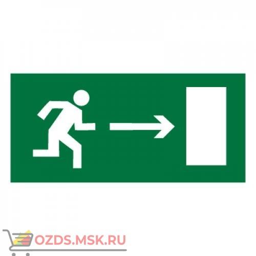 Знак E03 Направление к эвакуационному выходу направо ГОСТ 12.4.026-2015 (Пленка 150 х 300)