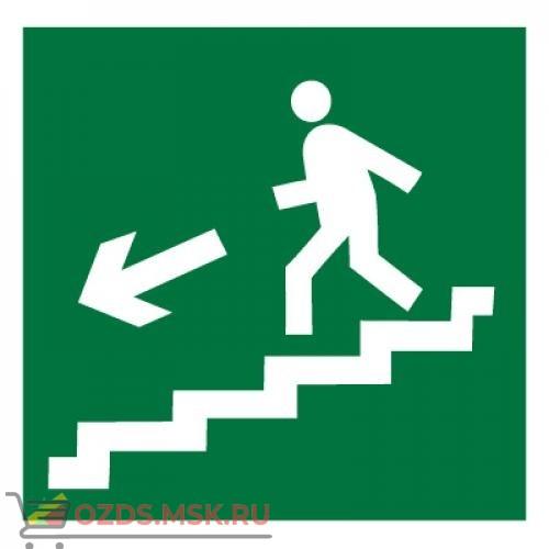 Знак E14 Направление к эвакуационному выходу по лестнице вниз (левосторонний) ГОСТ 12.4.026-2015 (Пластик 200 х 200)