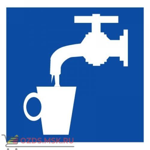 Знак D02 Питьевая вода ГОСТ 12.4.026-2015 (Пластик 200 х 200)