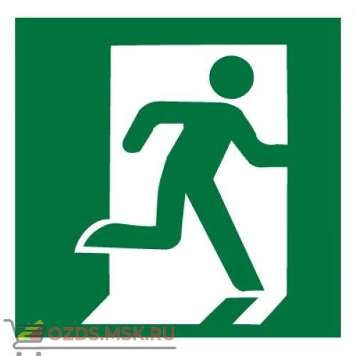 Знак E01-02 Выход здесь (Правосторонний) ГОСТ 12.4.026-2015 (Пластик 200 х 200)