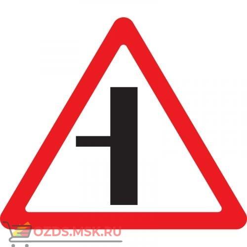 Дорожный знак 2.3.3 Примыкание второстепенной дороги (A=900) Тип А