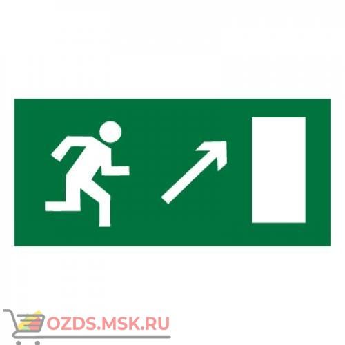 Знак E05 Направление к эвакуационному выходу направо вверх ГОСТ 12.4.026-2015 (Пластик 150 х 300)
